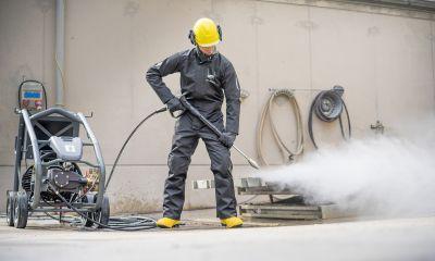 DEHNcare WJP sorgt für einen zuverlässigen Arbeitsschutz beim Arbeiten mit Hochdruckwasserstrahlen bis 1000 bar.