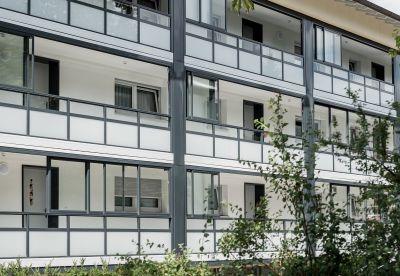 Lärmschutz, Energieeinsparung, Komfort - ein verglaster Laubengang bringt viele Vorteile mit sich. Foto:Balco Balkonkonstruktionen