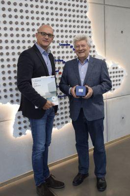 Maxit-Firmenchef Hans-Dieter Groppweis (re.) und Marketingleiter Reinhard Tyrok freuen sich über die Auszeichnung (Foto: maxit).