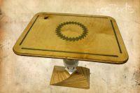 Upcycling Möbel von eco-arts - Tisch aus alten Multiplexplatten und einem Sägeblatt