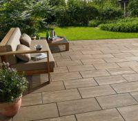Eleganter Rückzugsort: Mit dem Gestaltungspflaster Stratos lassen sich elegante und moderne Terrassen gestalten.