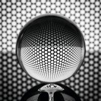 """Mikro-Vollglaskugeln mit Silbermantel: Die """"IR-Innenlasur"""" von Maxit reflektiert bis zu 25% der Wärmestrahlung in den Raum zurück."""