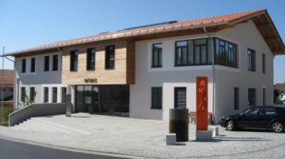 Wohngesunde Arbeitsräume im Rathaus Schnaitsee: Mauerziegel von Leipfinger-Bader sind baubiologisch empfehlenswert.