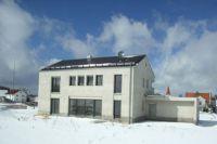 Häuser aus Leichtbeton überzeugen aufgrund ihrer mineralischen Bestandteile mit guter Wärmedämmung und Feuchteregulierung.