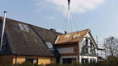 Mit der Holzrahmenbauweise entsteht auf einfache Weise auch nach der Fertigstellung neuer Wohnraum. (Foto: Diers Holzbau)