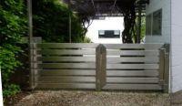 Zeitlos schön: Individuelles Gartentor aus geschliffenem Edelstahl