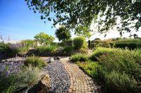 Kies im Garten, bietet wundervolle Gestaltungsmöglichkeiten (Biotopic)