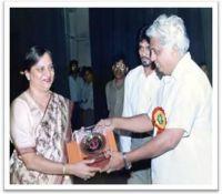 Dr. Raksha Rani Saini wird vom Gesundheitsminister geehrt und ausgezeichnet