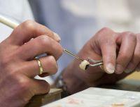 Modernste Technik und professionelles Handwerk: Günstiger Zahnersatz Made in Germany. Best-Price-Dent rät zum Preisvergleich
