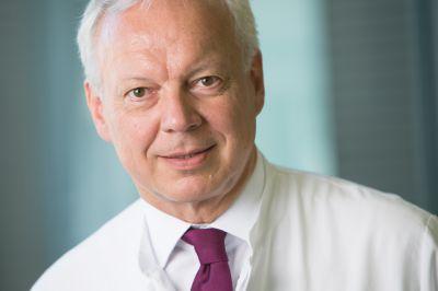 Prof. Dr. Axel Hillmann freut sich über den achten Platz unter Deutschlands besten Rückenärzten. Foto: Klinikum Ingolstadt