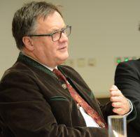 Herr Fastenmeier, der Geschäftsführer des Klinikums, hat nach den Herausforderungen in 2015 auch 2016 mit dem Klinikum viel vor.
