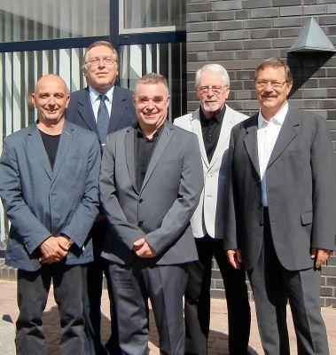 Dr. Welsch (hinten li.), Dr. Kluger (hinten re.), Dr. Schräpler (li.), Dr. Schilling (Mitte), Dipl.-Med. Kleber (re.)