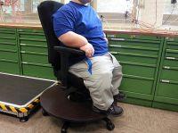 DAVID - Arbeitsstuhl mit reduzierter Sitztiefe und Fußbasis, bei Kleinwuchs und normaler Arbeitstisch-Höhe