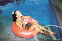 """""""Schwimmringe"""" gehören ins Wasser, nicht aber an den eigenen Körper."""