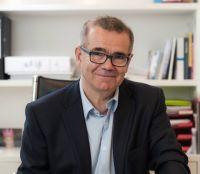 Gynäkologe Dr. Adrian Flohr: Brustkrebsvorsorge als zentrales Thema