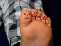 Körpernahe, nicht medizinische Dienstleistungen sind wieder verboten - auch die Fußpflege