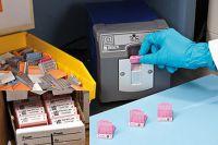 Laborbedarf:  Etikettenfixierung für Einbettkassetten, Gewebekassetten, Histosetten usw.