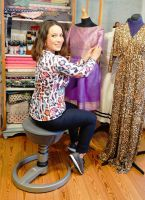 Nandini Mitra bleibt auf dem 3D-Aktiv-Sitz swopper auch beim Nähen fit