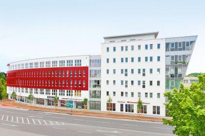 Die moderne Cambomed Klinik befindet sich auf 1.100 qm im 4. Stockwerk des Cambomed Gebäudes (Foto: Cambomed)