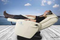 """Tiefenentspannung auf der """"LifePowerStation"""", dem Wellness-Sessel"""