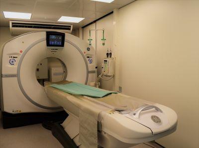 Ersatz-CT: Bis zur Inbetriebnahme der neuen Anlage wird in der Radiologischen Klinik ein mobiles CT genutzt.