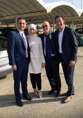 vo. li. Dr. med. Monther Abu Namus mit Frau, Dr. Kai Ruffmann, Facharzt für Innere Medizin-Kardiologie, Markus Ott, GF enverdis