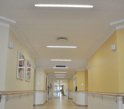 Einbauleuchte EKL von AS LED Lighting: Optimale LED Beleuchtung in Klinikfluren mit langer Lebensdauer und Notlichtfunktion
