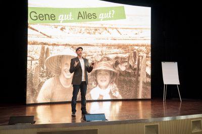 Gesundheitsexperte Marcus Lauk bei einem seiner Vorträge zu seiner Weltreise zu den 100-Jährigen