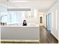 Die Praxis YUNDÉ im Zentrum von Frankfurt auf der Zeil 77 ist auf Brust-Operationen spezialisiert.