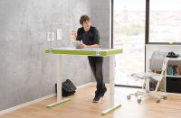 Nicht nur im Sitzen, sondern auch im Stehen lernen: Das geht zum Beispiel an einem Tisch wie dem moll T7.