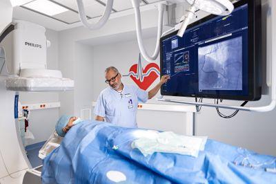 Im modernen Herzkatheterlabor können Herzerkrankungen präzise diagnostiziert und oft minimal invasiv behandelt werden.