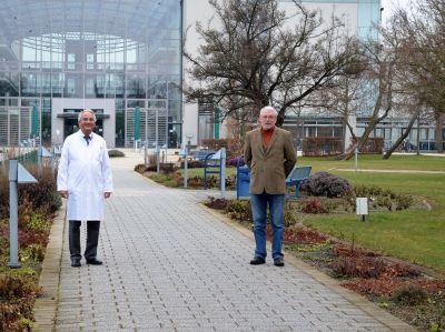 Dr. med. Volker Baumgarten (links) übernimmt das Amt des Ärztlichen Direktors im Gesundheitszentrum Bitterfeld/Wolfen ab 1. April