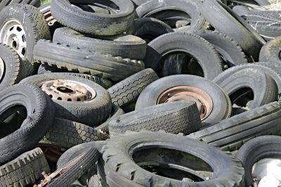Photo: Manfred Richter, Pixabay: https://pixabay.com/photos/mature-auto-tires-altreifen-3304531/