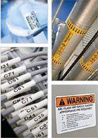 Etiketten und Schilder in verschiedenen Größen und Materialien