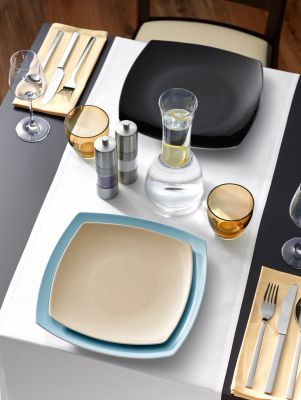 Das Porzellan TAIJI COLOURS in den Farben Schwarz, Beige und Blau harmoniert perfekt mit der TAIJI-Serie in Weiß.