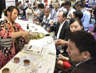 2015 kamen rund 20.000 Fachbesucher und über 30.000 Weininteressierte zur Messe. Foto: HKTDC