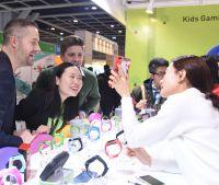 Diese Spiele auf der HKTDC Hong Kong Toys & Games Fair machen auch Erwachsenen Spaß. Foto: KTDC