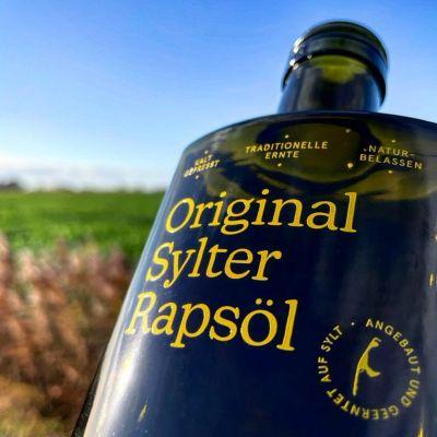 original sylter rapsoel kaltgepresst flasche angebaut und geerntet auf sylt