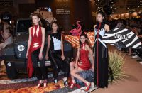 Ausdrucksstarke Designs in schwarz/weiß/rot von Kevin Ho. Foto: HKTDC