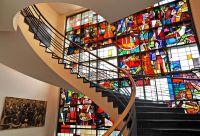 Markenzeichen des Steiger am Landhaus: die geschwungene Treppe und die denkmalgeschützte Glasfassade. Foto: Steiger am Landhaus
