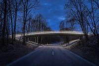 Brückenbeleuchtung mit LED-Handlauf . Mehr Licht für Fußgänger und Radfahrer