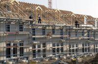 Einen günstigen Einstieg in Wohneigentum bieten Reihen-Eigenheime. Foto: LBS