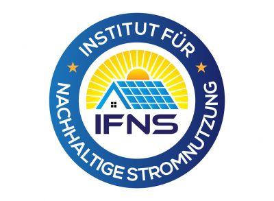 Sommer, Sonne, Strom: Warum es sich lohnt, in Photovoltaikanlagen zu investieren, erklären die Expert:innen des IFNS.