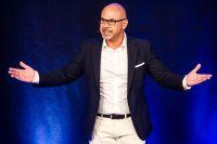 """Kölner Makler Hakan Citak gewinnt internationalen """"Speaker Award"""" mit Weltrekord"""