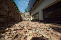 Lichtbänder im Glatthaar-Keller werten nicht nur die Immobilie auf