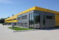 Der 440 Quadratmeter große, zweistöckige Verwaltungsbereich wurde in die Halle integriert. Foto: Brüninghoff