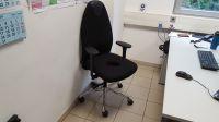 Ergonomischer Bürostuhl mit Aussparung bei Schmerzen im Sitzen