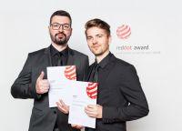 Die freenet TV User Interface-Designer Nicholas Quill (links) und Bastian Rothdeutsch bei der Verleihung des Red Dot Awards
