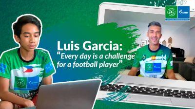 """UEFA-Botschafter Luis Garcia unterstützt """"F4F"""". (Bild: AGT/Football for Friendship)"""