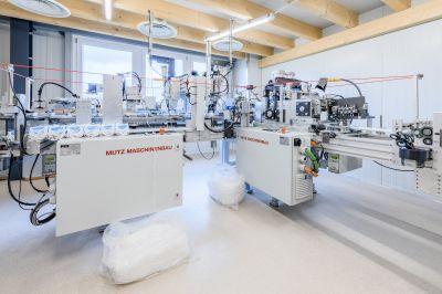 Einblick in die Schutzmaskenproduktion bei Mutz-Maschinenbau. Die vollautomatische Produktionslinie, liefert in einer Stun